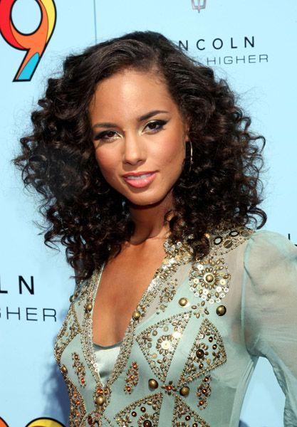 Black Hair Styles Alicia Keys embracing her curls: Curls Hairstyles, Black Hairstyles, Hairstyles Whoo, Hairstyle Ideas, Hair Style, Versatile Hairstyles, Keys Hairstyles, Natural Hairstyles, Women Hairstyles