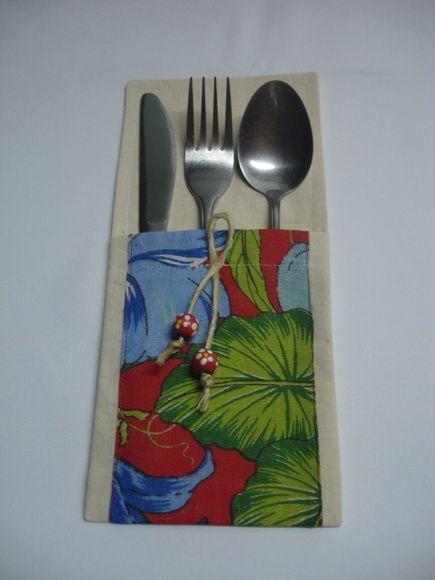 Porta talher para decorar sua mesa .Dois modelos , um algodão cru com detalhe em chita ,o outro em juta com detalhe em chita (estampa em chita a escolher )