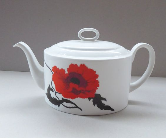 This is a lovely vintage bone china teapot dating to 1971.  The teapot is in…