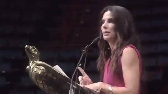 SPECIAL BONUS FEATURE! Sandra Bullock surprises grads with advice: 'Do not pick your nose in public' ---> This season, several graduation speakers proved to be flashpoints for controversy. Not so at the Warren Easton Charter High School in New Orleans, where Sandra Bullock delighted students with a surprise appearance and speech. (May 20)