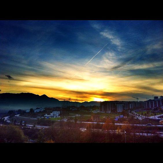 Atardecer en Oviedo #vayafartura #ComparteAsturias  fcotavaresmd