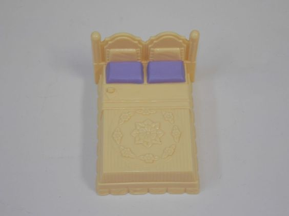 Fisher Price Sweet Streets Dollhouse Doll House Hotel Yellow Purple Double Bed #FisherPrice