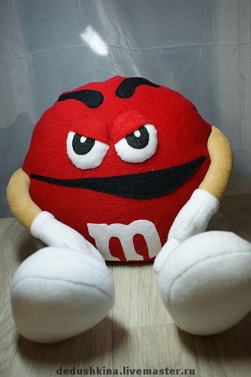Купить Красный m&m's - конфеты, ярко-красный, игрушка, подушка, реклама, персонаж, мультяшка, флис