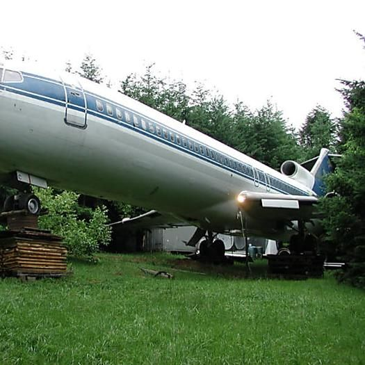 An Airplane House I Know I Am Weird But I Really Wan To Live In An Old Plane Airplane House Unusual Homes Amazing Buildings