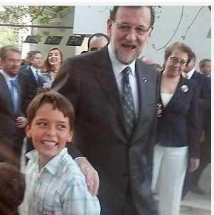 fran aqui mi alumno con Rajoy en feria madrid en febrero 2013.Soy profesor particular.No trabajo en domicilio.Solo en centro donde tengo recursos.El ingles es algo en serio.Un profesor sin centro no es profesor con un record.Con una demanda.Es alguien que no tiene dinero para realmente enseñar en serio.