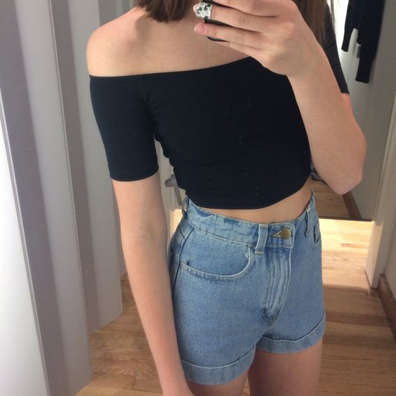 I seriously want this off the shoulder top. It's just perfect. I could make so many outfits with it.: