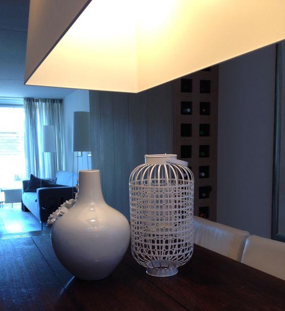 Woonkamer met maatwerk wandkast met wijnvakken MOOOI long light ...