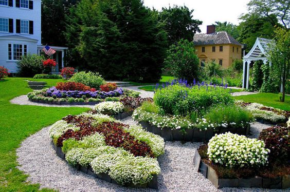 Look at the style of the gardens. Look how neat it is and tended, look at the symmetry also