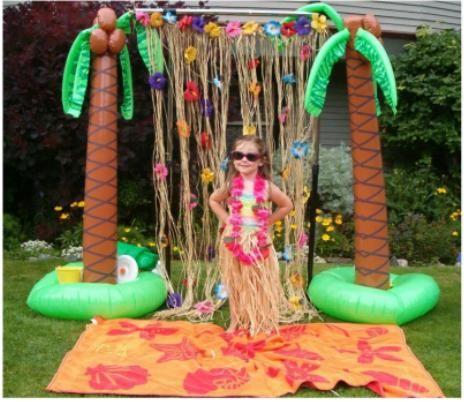 Palmeras hinchables y cortina de flores hawaiana.http://www.airedefiesta.com/product/4769/0/0/1/1/Palmera-Hinchable-Jumbo.htm