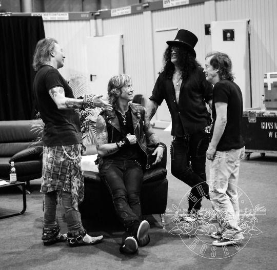 Axl,Duff,Slash and Angus | Guns n roses, Axl rose, The duff