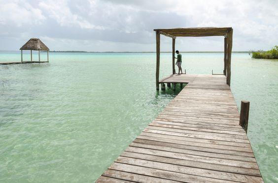 Hacia el sur de #QuintanaRoo se encuentra la mítica Laguna de los Siete Colores. Conócela en tu paso por #Bacalar y descubre los misterios mayas que envuelve.  http://www.bestday.com.mx/Vuelos/
