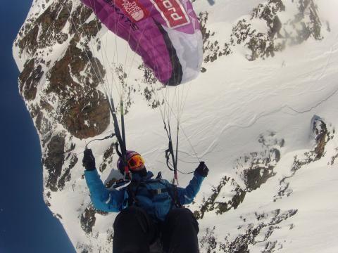 Speedride: la combinación de esquí y vuelo en parapente que lleva tu adrenalina…