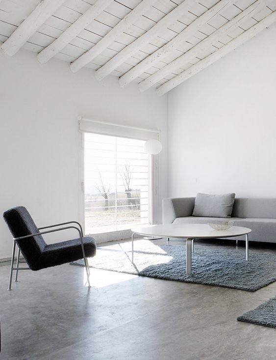 Modern living room. House in La Mancha by Benjamín Cano. © Belén Imaz.