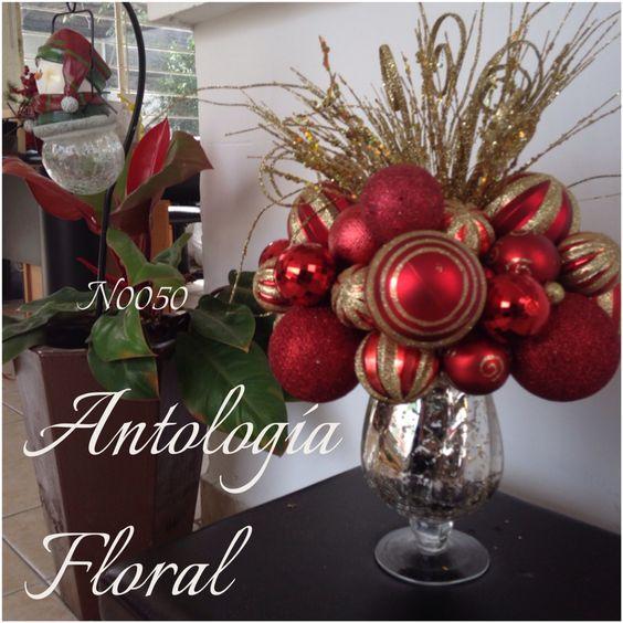 Arreglo en base de vidrio con esferas rojas y follaje - Centros florales navidenos ...