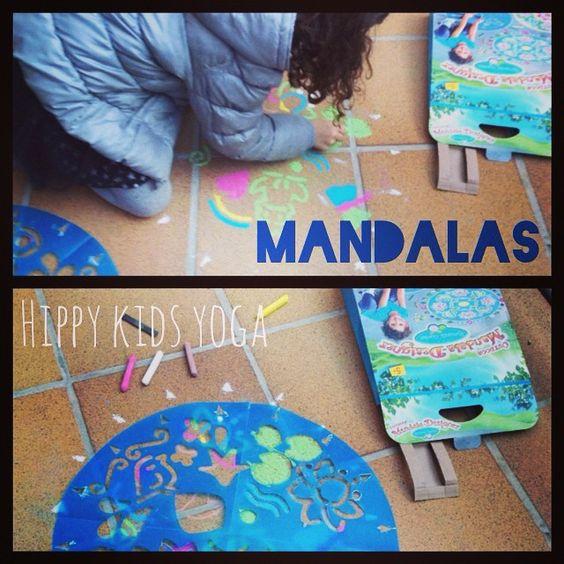 Dibujamos bonitos mandalas en el suelo. www.hippykidsyoga.com