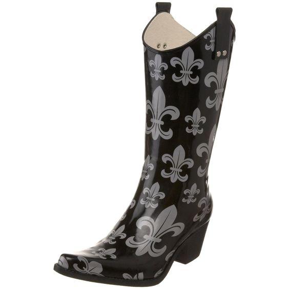 Fleur de lis rain boots for the discerning New Orleans lady.