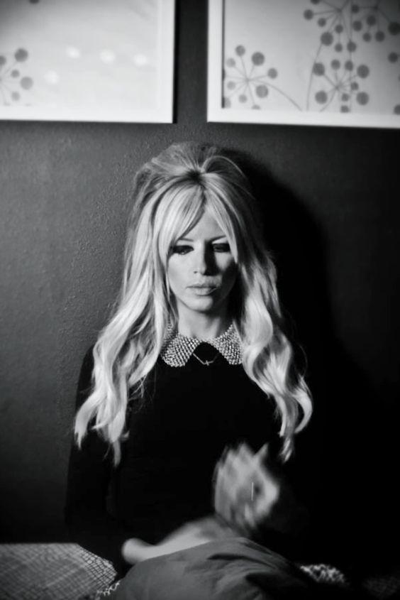 Women's hairstyles / long blonde hair / Brigitte Bardot hair / platinum hair / bangs