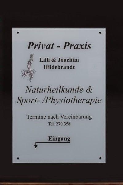 Infotafel aus Glas für eine Physiotherapie Praxis