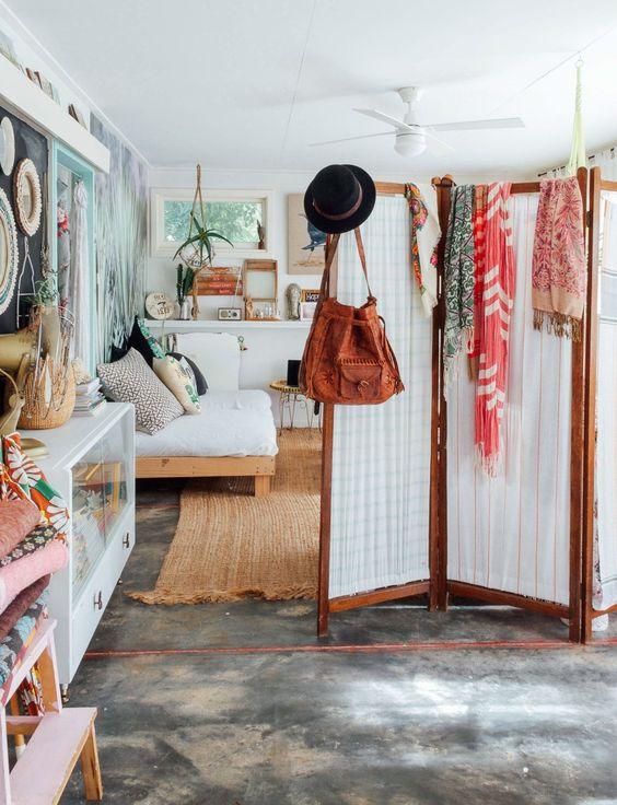 Der Sisal-artige Teppich und der Paravent für's Schlafzimmer...