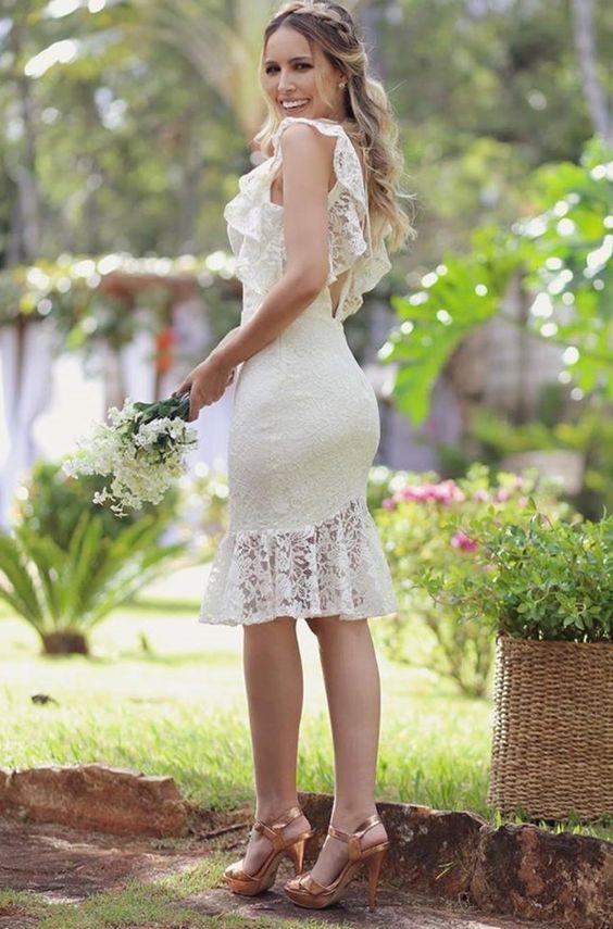 ba86ba564 Vestido branco curto com renda: modelos para noivado, casamento civil,  batizado e culto