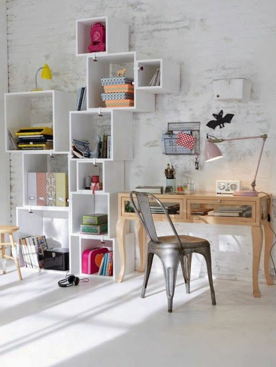 amenagement chambre ado mur en briques blancs bureau de travail en bois clair - Chaise Ados Pour Chambre