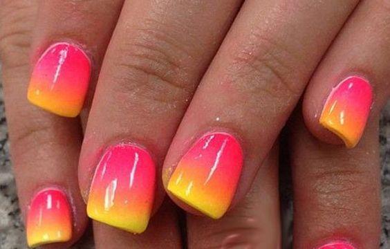 Diseños de uñas a la moda actual, diseño de uñas a la moda en degrade.   #manicuras #nailart #uñasdiscretas
