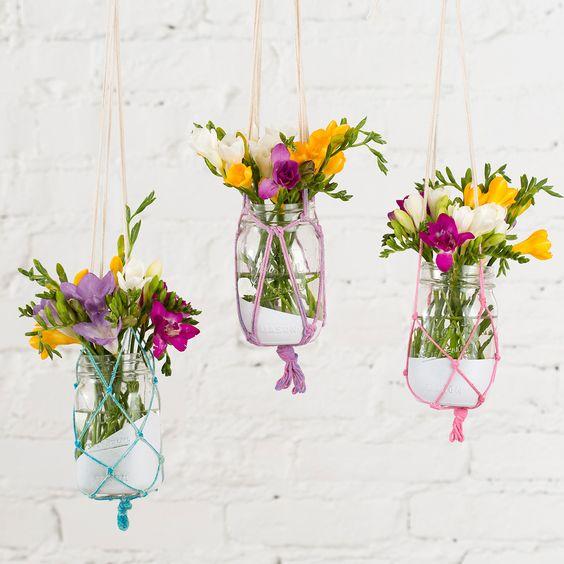 DIY: boho chic hanging macrame vases:
