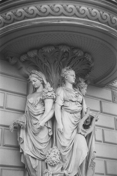 Escultura en palacio de San Petersburgo
