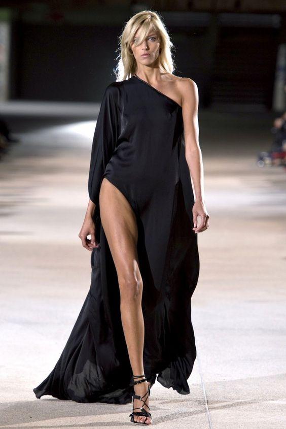 Paris Fashion Week - Anthony Vaccarello (Lente-Zomer 2013)