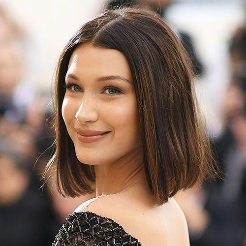 Bob Frisuren Der Stars Jessica Alba Zeigt Sich Mit Neuer Bob Frisur Styling Kurzes Haar Haarschnitt Ideen Haarschonheit