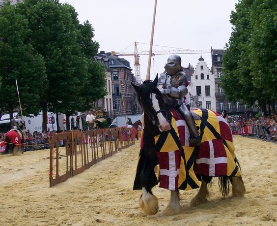 There aren't that many capital cities in Europe where you can find knights in shining armour. Surely? We found pleanty in Brussels. During their medieval festival we were amazed to spend a weekend filled with free entertainment on the streets. From traditional beers in pop up tents, to jousting competitions (yep, that's right – jousting, …