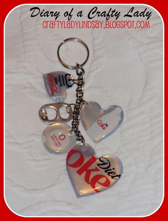 Einen Schlüsselanhänger selbst herstellen. Hier steht wie es geht: http://www.craftyladylindsay.blogspot.de/search/label/Pop%20Can%20Key%20Chain Idee: Schlüsselanhänger mit persönlichen Fotos gestalten.