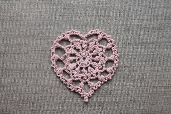 Cœur au crochet dentelle rose doux, Fête des mères, décoration de Noël, mariage, dîner amoureux, applique - coeur : Accessoires de maison par tara-bleiz