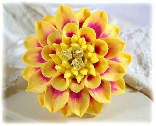 Pale pink and yellow dahlia vendita comprare pale pink and yellow dahlia dahlia brooch ring flower toned yellow mightylinksfo