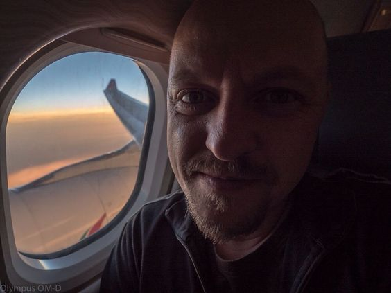 Mr. Big Head with lost Hat fly with SriLankan airlines to Sri Lanka. Sunset behind the windov. #mylosthat #mylosthat_srilanka #iflysrilankan #board #aircraft #travels #traveling #travelblog #travelblogger #travelbloggerlife #windowseat by my_lost_hat