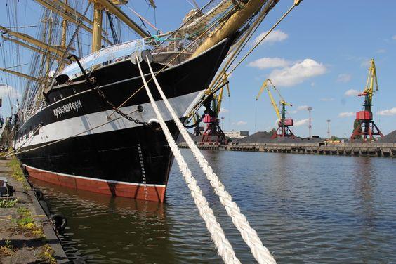 Барк Крузенштерн в торговом порту Калининграда