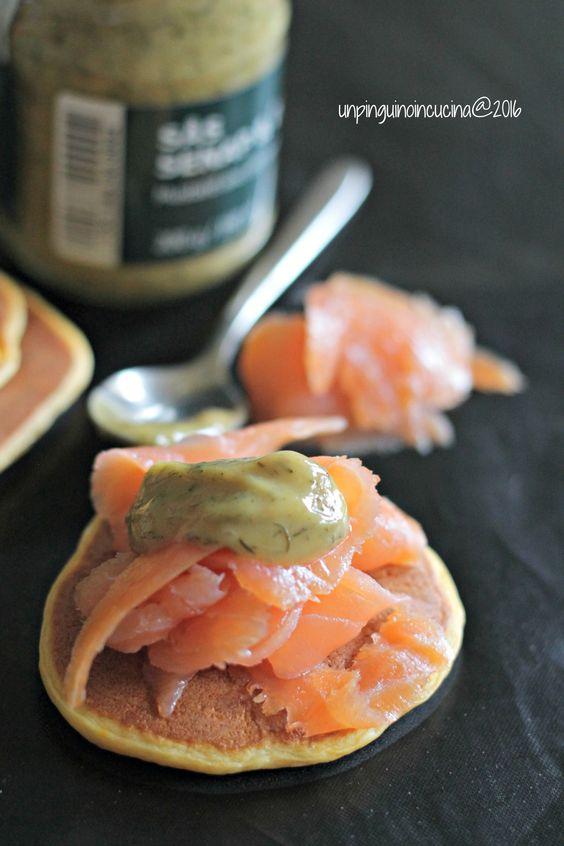 Sweet Potato Pancakes with Smoked Salmon and Dill Mustard - Pancake alla patata americana con salmone affumicato e senape all'aneto | Un Pinguino in Cucina
