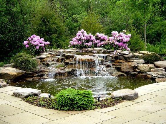 wohlf hl oase mit wasserfall gestalten rosafarbene bl ten. Black Bedroom Furniture Sets. Home Design Ideas