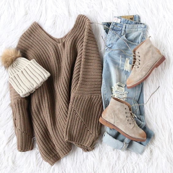 brown sweater, winter outfit, ripped jeans, tan boots, tan hat with puff