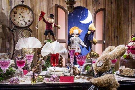 CiB Comercios Innovadores de Bilbao » Archivo » Escaparates de Navidad 2013 (I): fantasía y movimiento en Ámsterdam y París