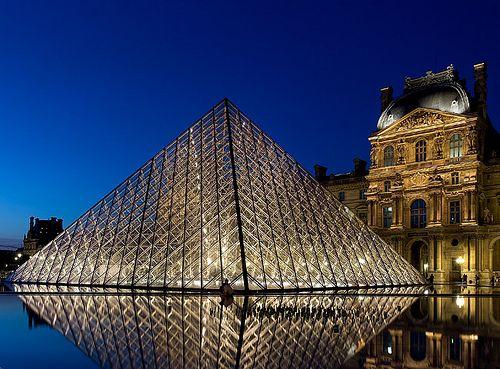 La pyramide du Louvre  love this shot.