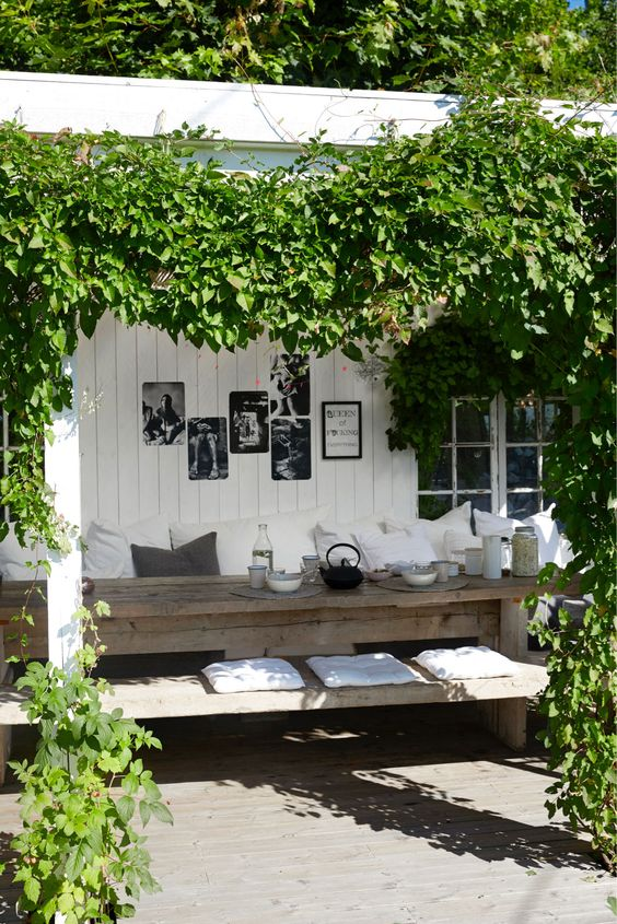 cosy outdoor .. love the vine frame: