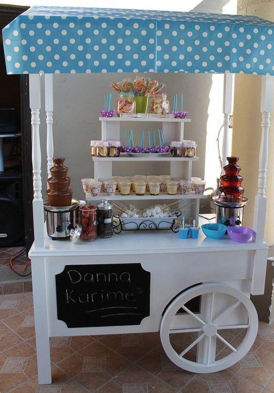 Carrito de postres vintage party mesas de dulces for Mesa carro bar madera