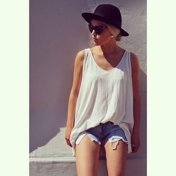 PRIVATSACHEN #privatsachen #coconcommerz #hamburg #eppendorf #lagenlook #layeredlook #fashion #design #mode #kunst #art #eco #sustainable #natural #handdyed #linen #silk #cotton #ootd #outfitoftheday #summeroutfit #dress #summerdress #streetstyle #streetfashion #summer #sun #sunglasses