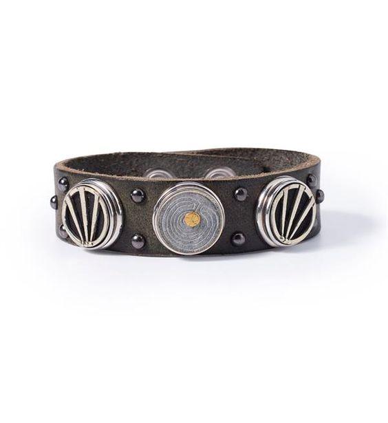 Noosa Amsterdam armband Warrior Protection bracelet. De Warrior Protection armband van NOOSA is met de hand gemaakt en versierd met 9 kleine studs. Deze armband kun je customizen met max. 3 NOOSA-Amsterdam Chunks. Grijs.
