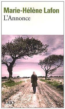 """Superbe écriture de Marie-Hélène Lafon, """"travailleuse du verbe"""" qui nous subjugue par sont style fluide, précis, évident. Paul, agriculteur célibataire, la grande quarantaine, passe une annonce dans un journal, espérant ainsi rencontrer l'âme sœur. Annette et son petit garçon vont donc arriver à la ferme de Salers, dans le Cantal. Une belle histoire, simple mais forte et émouvante."""