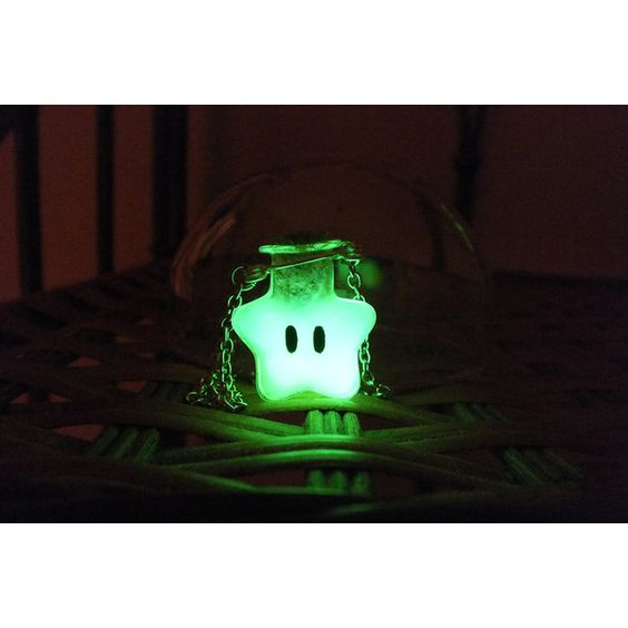 Glow-in-the-dark Super Mario Invincibility Star Necklace ($15) ❤ liked on Polyvore