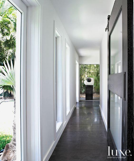 A 1950s Miami Ranch House Boasts Avant-Garde Art.