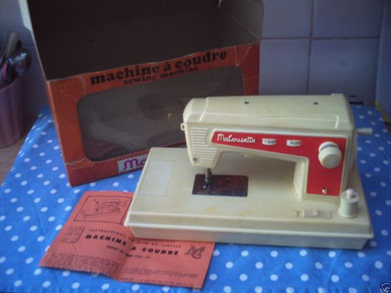 MA COUSETTE - CHILDRENS SEWING MACHING Vintage 1970's Working Boxed Sewing Toy
