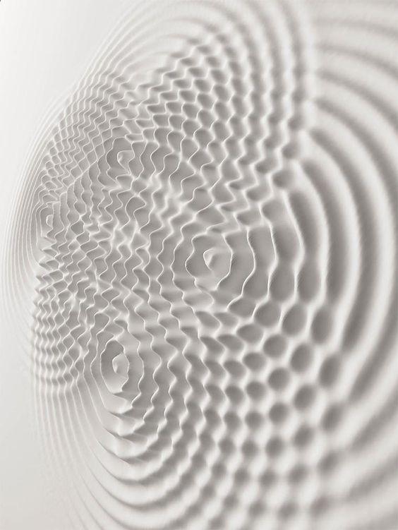 Flüssige Museumswände - Wallwave Vibrations von Loris Cecchini https://www.langweiledich.net/fluessige-museumswaende/